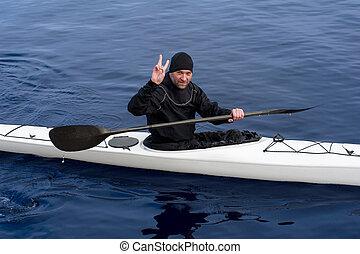 kayaking, en, el, río, en la ciudad, cerca, el, orilla, 02