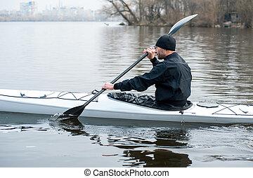 kayaking, en, el, río, en la ciudad, cerca, el, orilla, 05