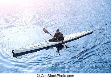 kayaking, en, el, río, en la ciudad, cerca, el, orilla, 06