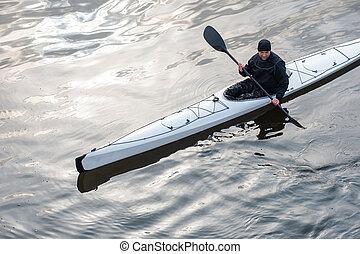 kayaking, en, el, río, en la ciudad, cerca, el, orilla, 07