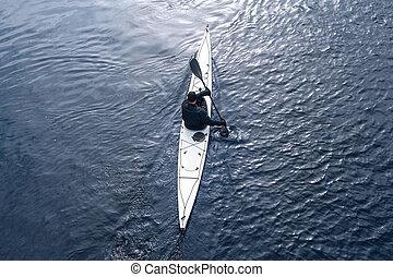 kayaking, en, el, río, en la ciudad, cerca, el, orilla, 10