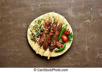 kebab, adana, verduras frescas, turco