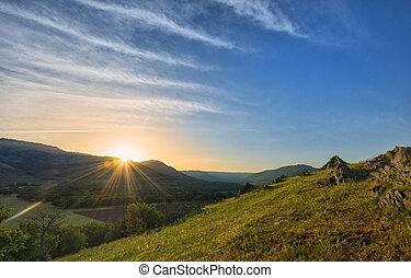 kedves, napnyugta, felett, hegyek