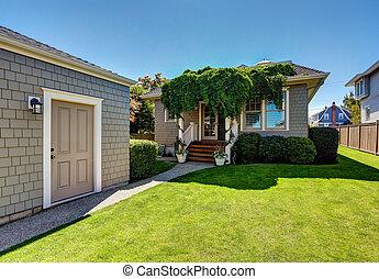 kedves, zöld, elhullat, alatt, a, backyard., amerikai, kézműves, house.