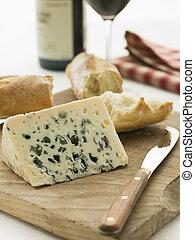 keil, von, roquefort käse, mit, rustic, baguette, und, rotwein