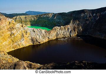 Kelimutu Three Color Lakes Green Red - Adjacent green and ...