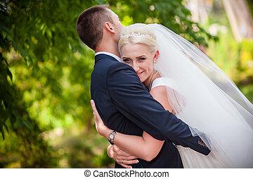 kellemes, esküvő, a, menyasszony inas, alatt, egy, megragad