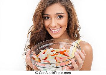kellemes, tányér., gyönyörű, young women, kitart tányér, tele, közül, cukorkák, időz, elszigetelt, white