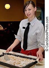 Kellnerin mit Nachspeise - Restaurantfachfrau mit Dessert am...