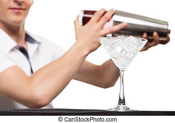 kelner, coctail, przygotowując