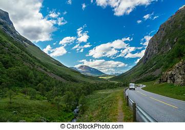 kempingező, és, autók, képben látható, színpadi, út, között, hegyek