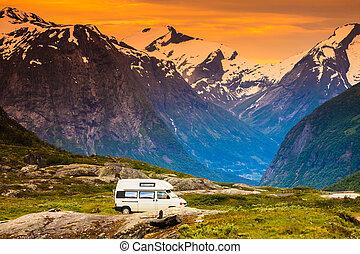 kempingező, autó, alatt, norvég, hegyek