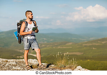 kempingező, van, a hegyekben, noha, egy, térkép, élvez, a,...