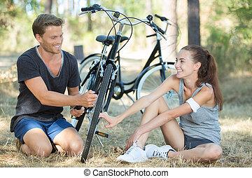 kerékpározás, párosít, erdőség, szünet, időz, át, birtoklás