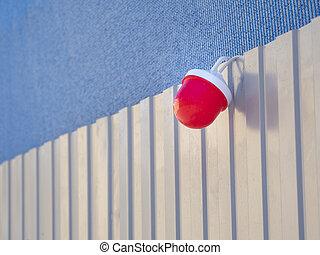 kerítés, piros lámpa, figyelmeztetés