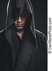 kerl, in, a, schwarze robe