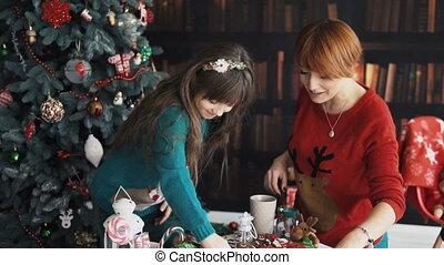 kerstmis, geitjes, boompje, spelend, moeder