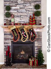 kerstmis stockings, hangend, van, een, schoorsteenmantel, of, openhaard