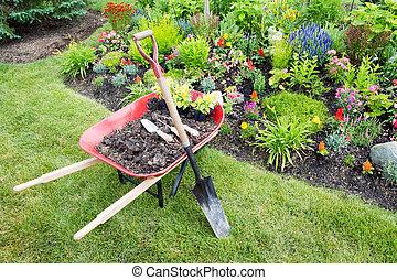 kert munka, lény, csinált, parkosít, egy, virágágyás
