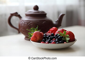 Kettle and berries 1