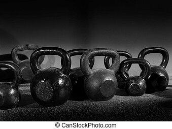 kettlebells, pesas, en, un, entrenamiento, gimnasio