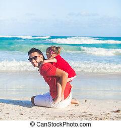 kevés, csinos, leány, és, neki, young atya, having móka, -ban, white tengerpart