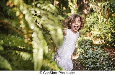 kevés, csinos, leány, having móka, alatt, egy, tropikus, kert