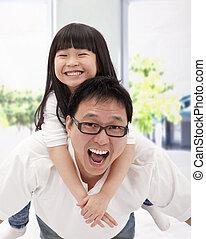kevés, family., atya, asian lány, boldog