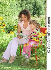 kevés, nő, kert, fiatal, felolvas, könyv, leány
