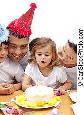 kevés, nap, leány, birthday's, fújás, gyertya, család, neki...