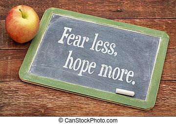 kevesebb, félelem, remény, több