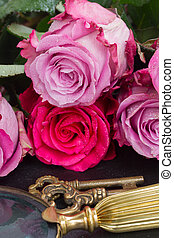 Key with pink roses