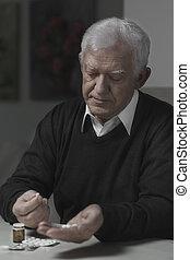 kibír pirula, idősebb ember