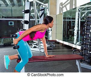 kickback, gimnasio, tríceps, niña, dumbbell, ejercicio