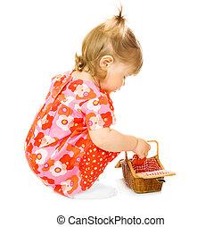 kicsi, csecsemő, alatt, piros ruha, noha, játékszer, kosár, elszigetelt