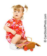 kicsi, csecsemő, alatt, piros ruha, noha, játékszer, kosár