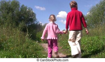 kicsi fiú, és, leány, jár, hát, képben látható, út, alatt,...