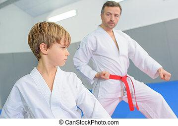 kicsi fiú, alatt, egy, karate, feladat
