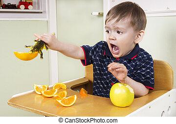 kicsi, fiú, játék, noha, övé, gyümölcs
