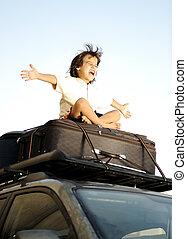 kicsi fiú, utazó, képben látható, pantalló, a, tető, közül,...