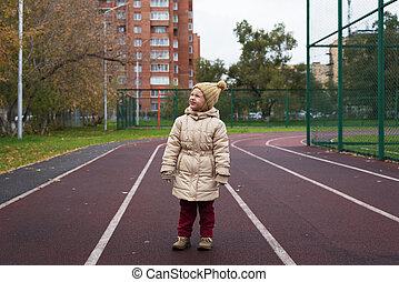 kicsi lány, feltevő, képben látható, egy, út útvonal
