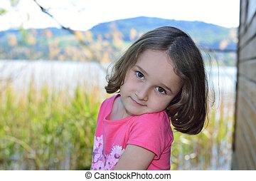 kicsi lány, feltevő, képben látható, egy, tó