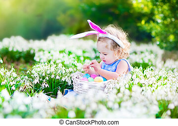 kicsi lány, képben látható, easter pete keres
