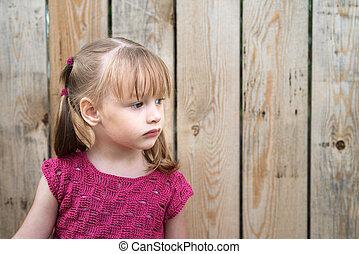 kicsi lány, képben látható, egy, wooden kerítés, háttér