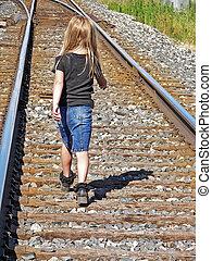 kicsi lány, képben látható, railroad útvonal
