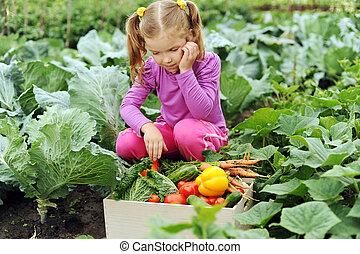 kicsi lány, kert