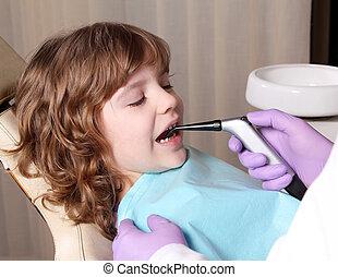 kicsi lány, türelmes, alatt, fogászati hivatal