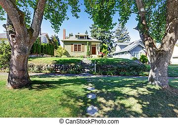 kicsi, zöld, amerikai, kézműves, épület, exterior.