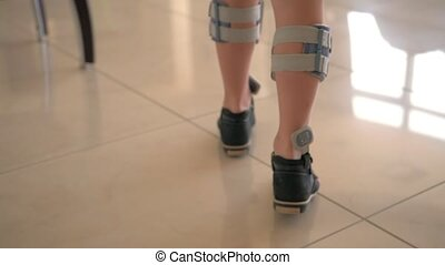 Kid getting treatment with foot drop system