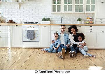 kids, семья, пол, кухня, портрет, многорасовый